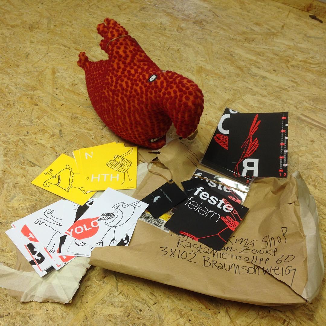 Die Auflösung! Großartige Kalender von frippel! Tolle Postkarten und ein Tier Namens Gido! Das rockt, das finden wir super