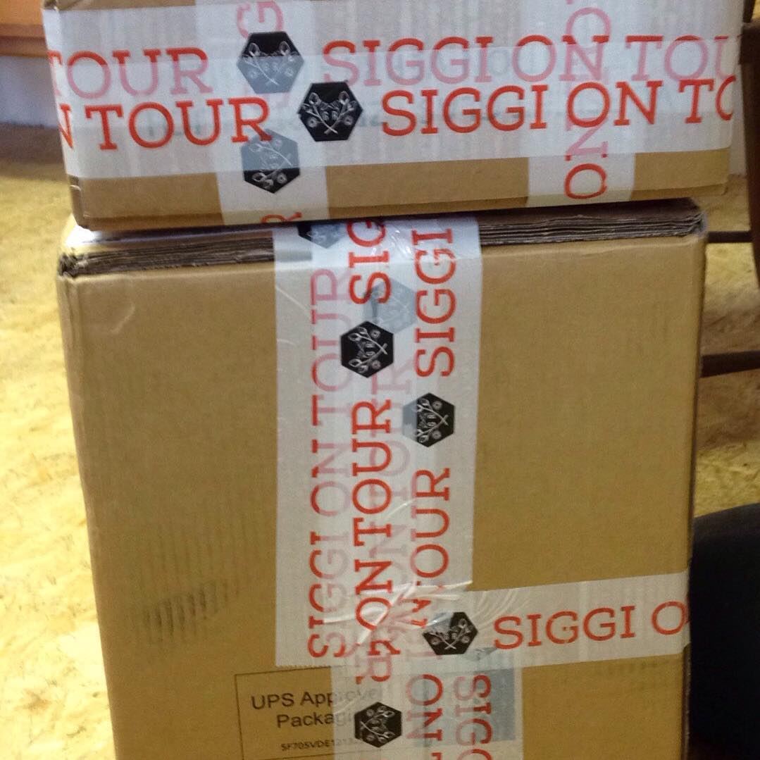 Siggi in Tour? Siggi ist da! Ab sofort ist der großartige Siegfried Gin wieder in der 0,5 l und in der 0,04l Flasche bei uns im Shop erhältlich